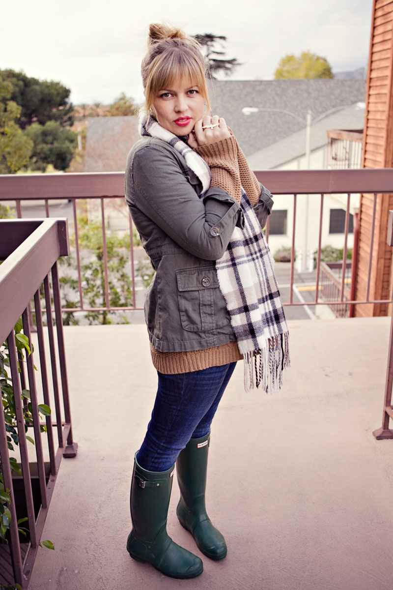 Cozy Sweater + Hunter Boots – This Mom's Gonna SNAP!