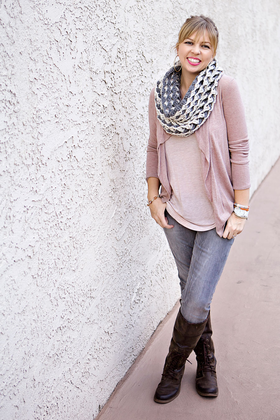 mom-style-handmade-scarf-sweater-gray-jeans-boots-01