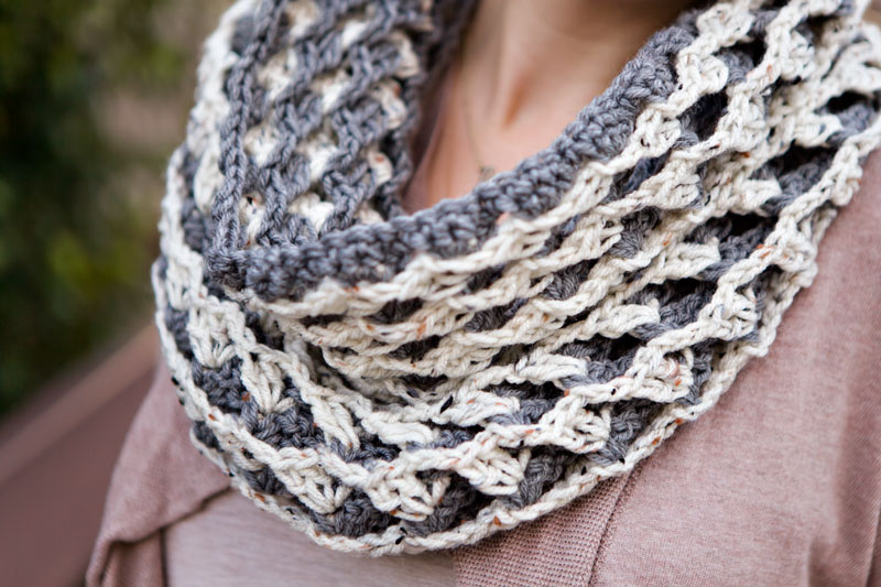 mom-style-handmade-scarf-sweater-gray-jeans-boots-06