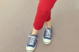 mom style, 5 confessions, red pants, chuck taylors, chambray shirt