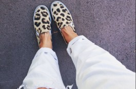 mom style, 5 friday confessions, white jeans, leopard sneakers
