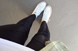mom style, 5 friday confessions, leather leggings, converse, army jacke
